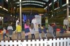 Un grupio de niños y niñas en el taller de Esgrima